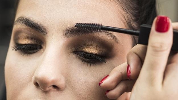 ¿Cómo maquillar los ojos para usar cubrebocas?
