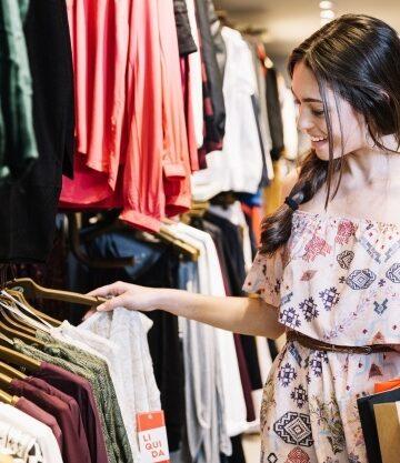 Errores que debes evitar al comprar ropa en rebajas