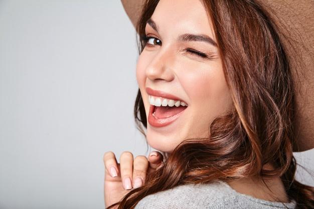 Descubre 10 usos cosméticos de la vaselina que no conocías