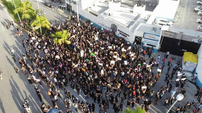 Policías disparan durante protesta por feminicidio de Alexis en Cancún