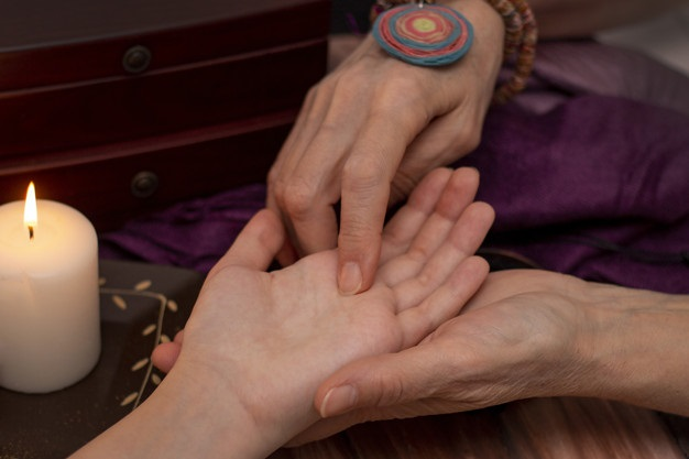 ¿Cómo se lee la línea del amor en la mano?