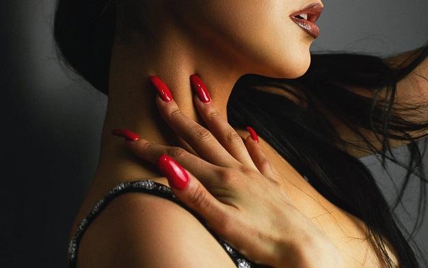Uñas para morenas color rojo