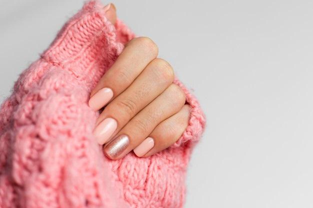 Uñas para morenas color rosa pálido