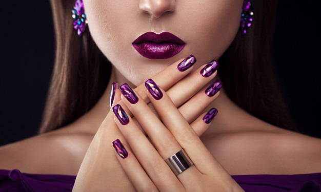 Uñas para morenas color violeta