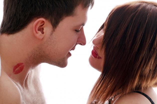 Aprende a dar los mejores besos en el cuello